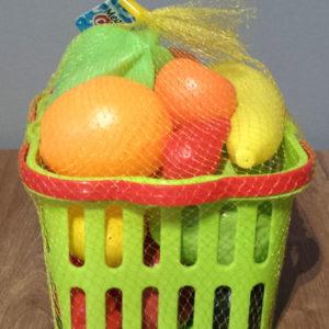 Plastikowe owoce i warzywa w koszyszku profil