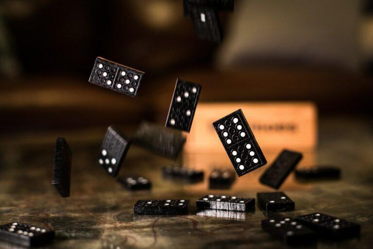 jak aktywizować umysł - gra w domino